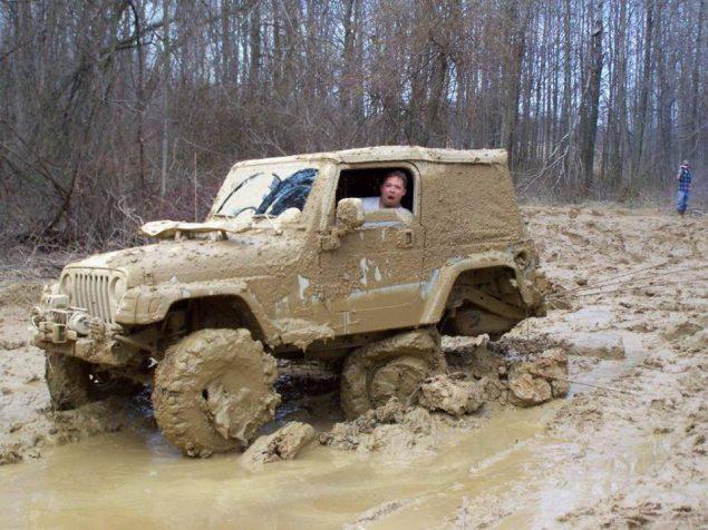Авто увязло в грязи